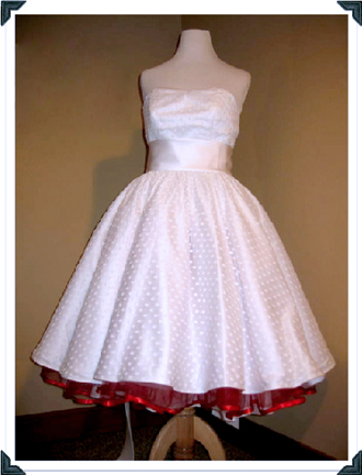 dolly-coutre-custom-wedding-dress-white-polka-dot-gown-with-red-peeking